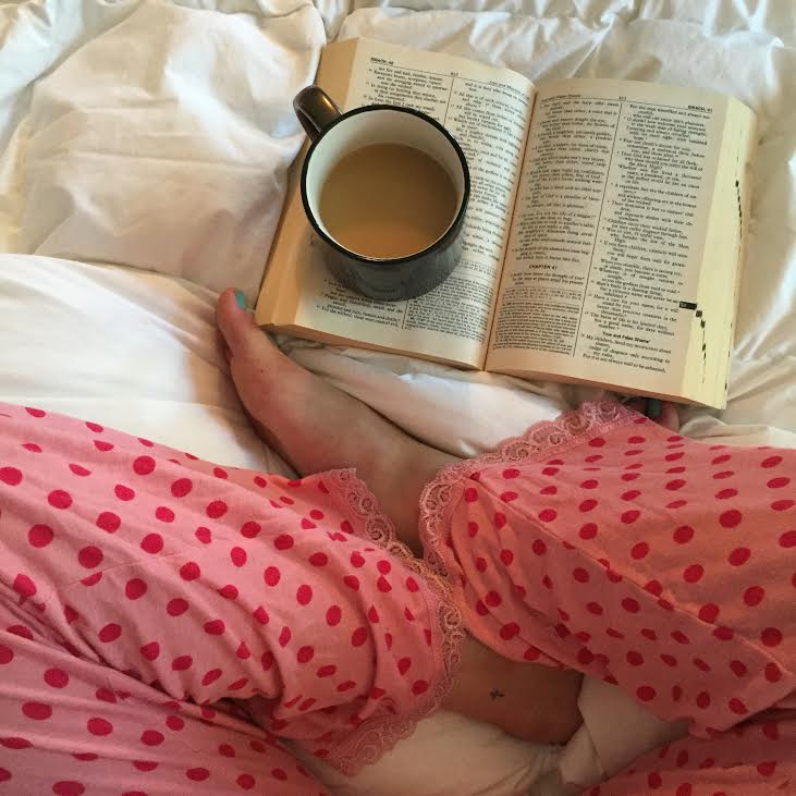 Is anyone TRULY a morning person?! Whether you are already or not, these 10 tips from popular Philadelphia blogger, Coming Up Roses will help you become a morning person now. Or at least tomorrow morning. ;)
