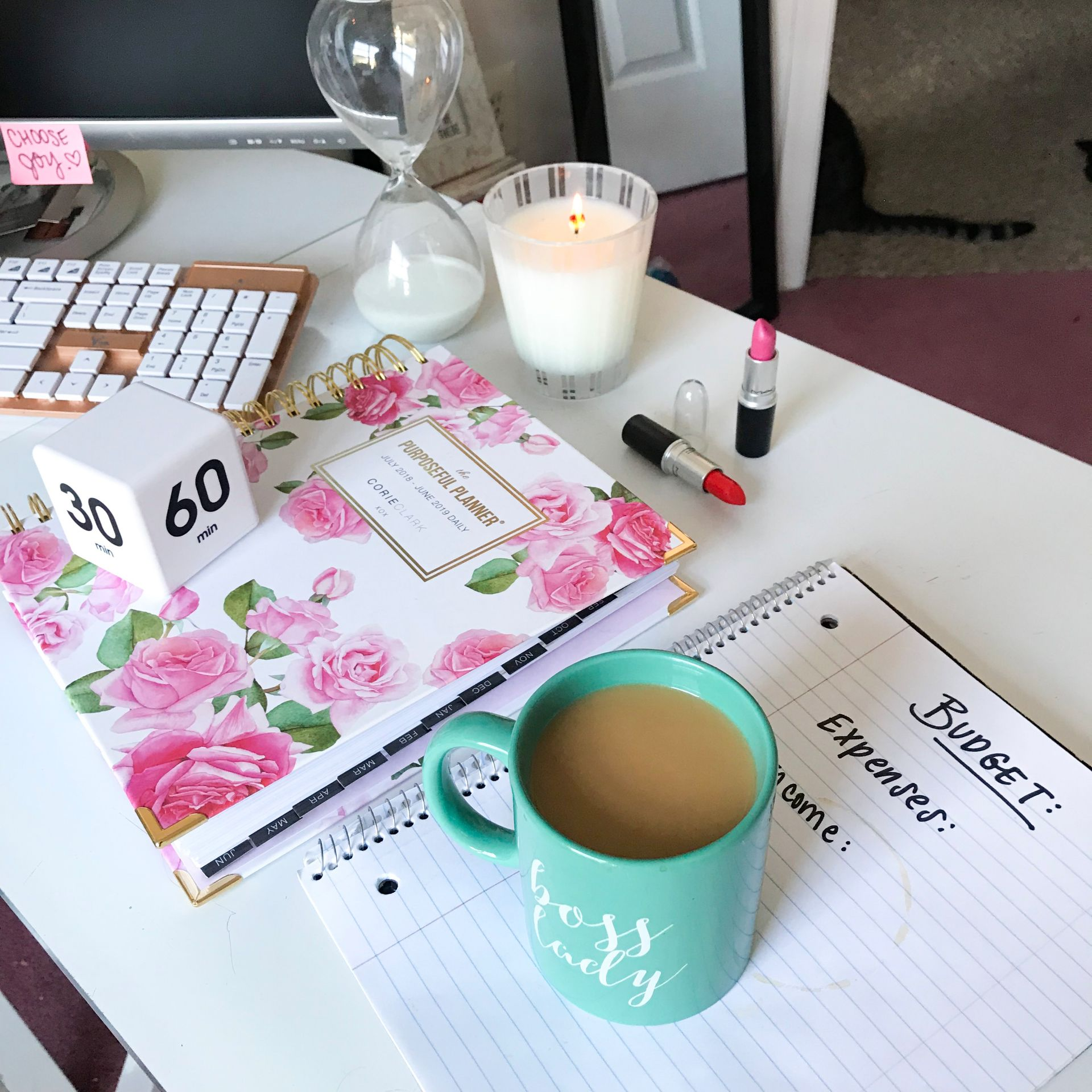 Master your Big Girl Budget with these Short Term Budgeting Tips from Philadelphia Lifestyle blogger, Erica of Coming Up Roses! BOOKMARK FOR LATER!