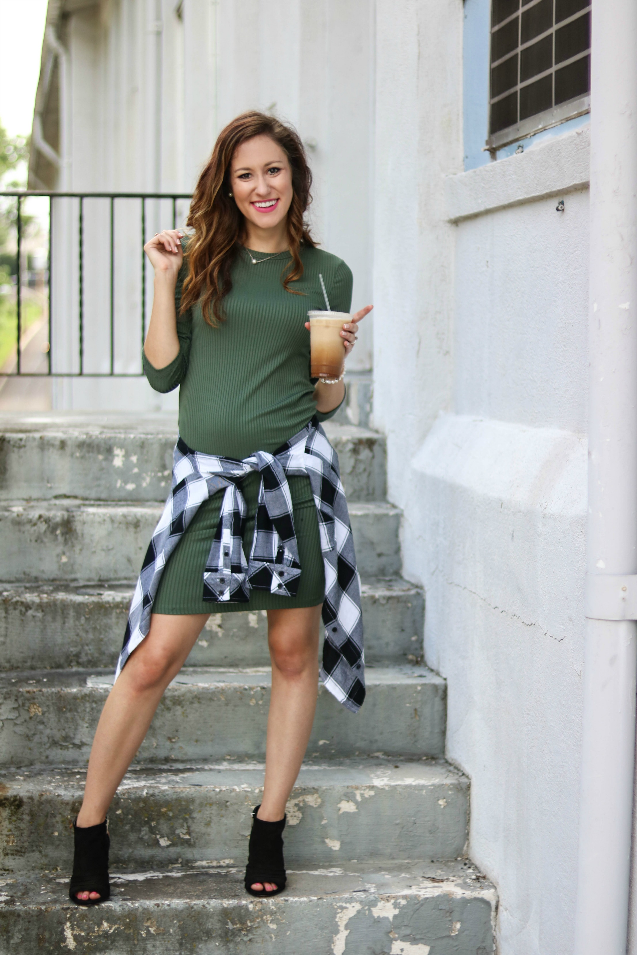 Want more versatility in your closet? Of course you do! Philadelphia style blogger, Erica of Coming Up Roses, is sharing 3 different ways to wear this versatile plaid flannel shirt that's currently on SALE! Good to wear now all the way through fall!