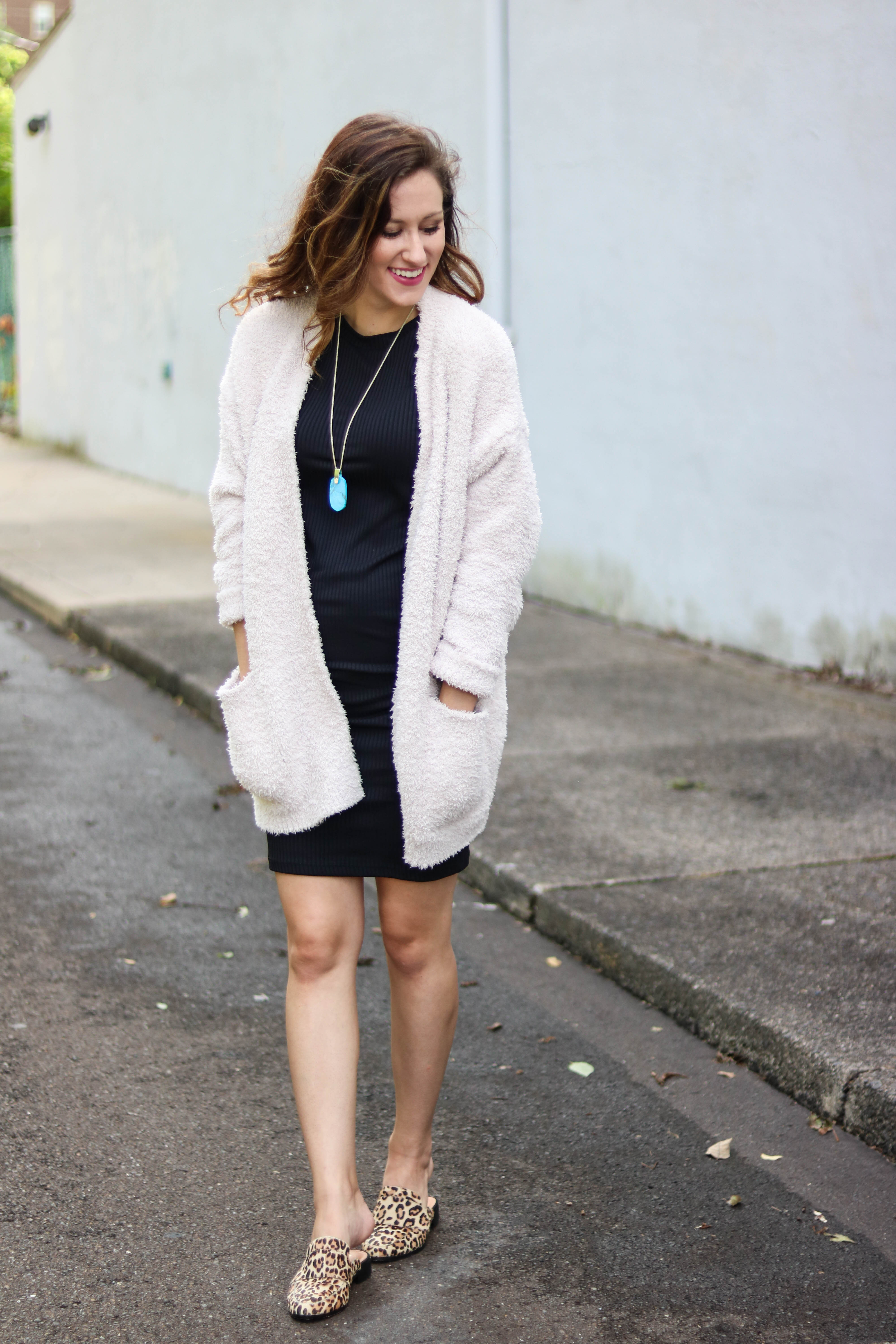 1 Thing, 3 Ways: Barefoot Dreams Cardigan. Philadelphia style blogger, Erica of Coming Up Roses, styles this on sale Barefoot Dreams Cardigan three different ways for transitioning to fall. Grab it while it's still on sale and in stock!